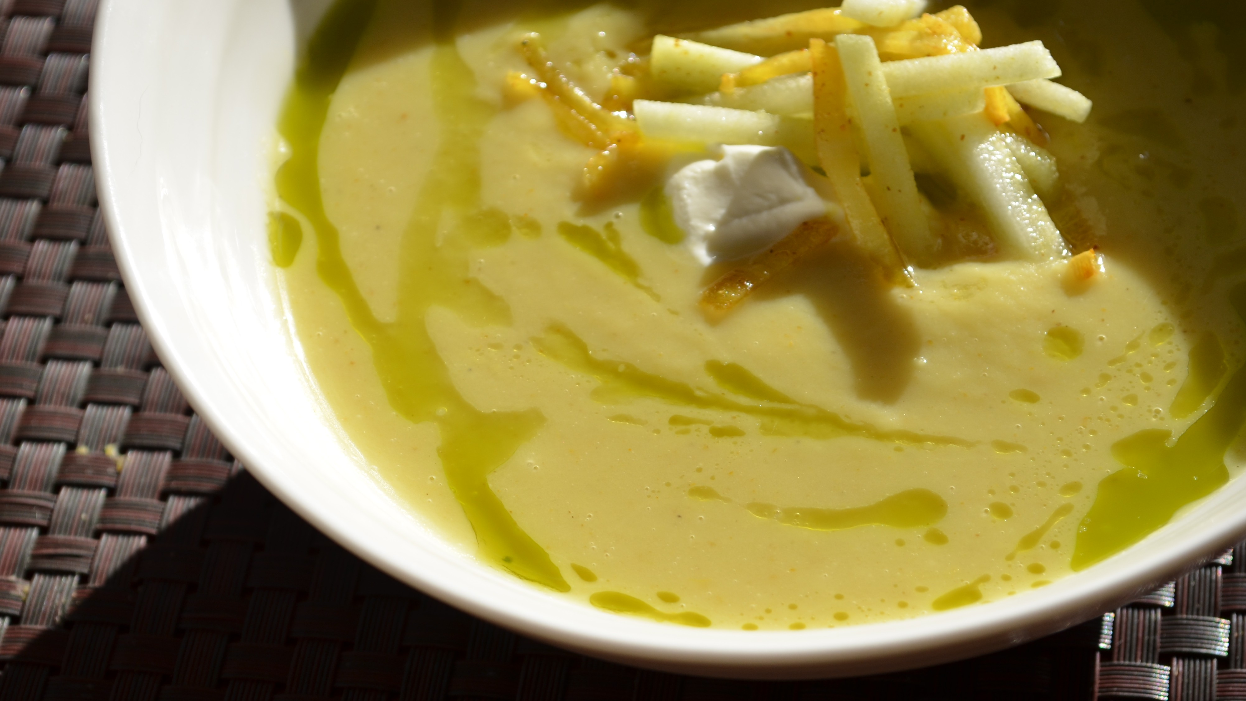Curried parsnip and green apple soup with cilantro oil | Mon Food Blog