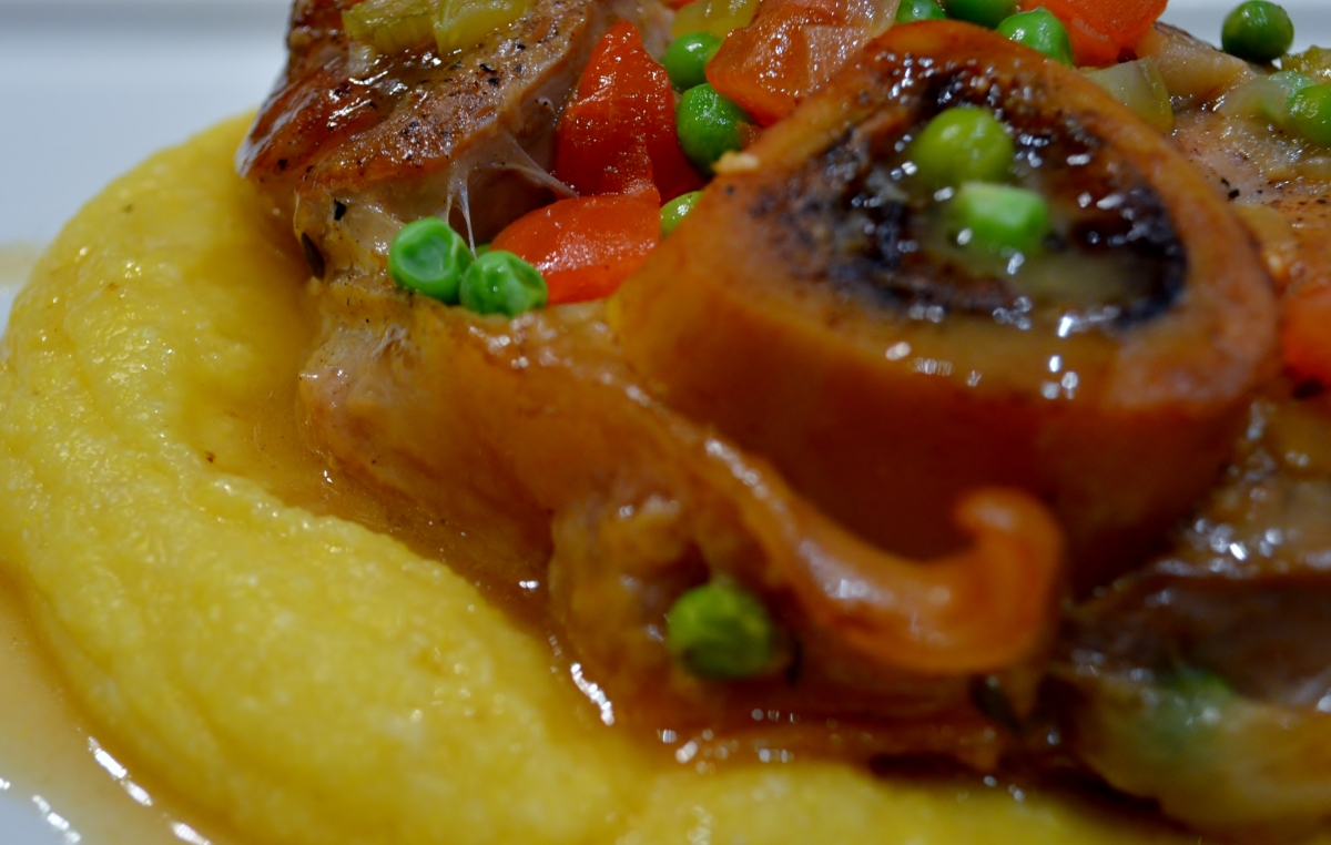 Osso buco with fresh tomatoes and peas