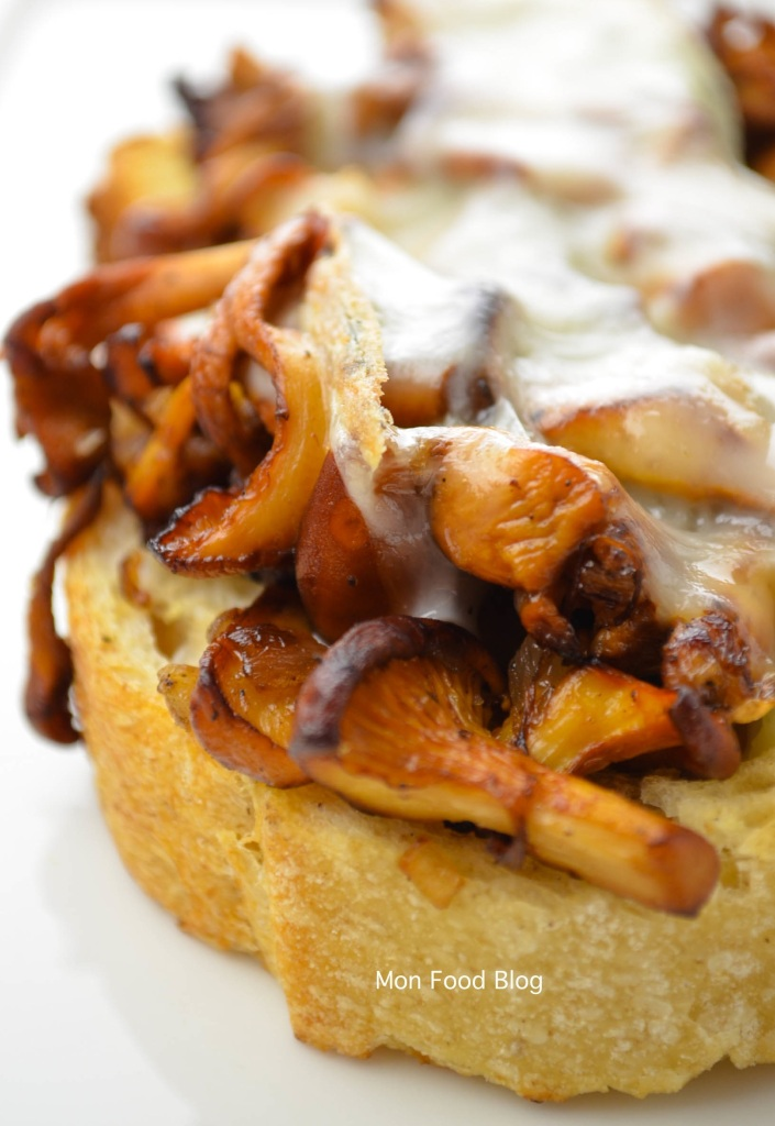 Bruschetta with chanterelles