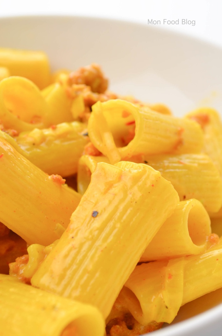 Rigatoni sausage saffron and cream