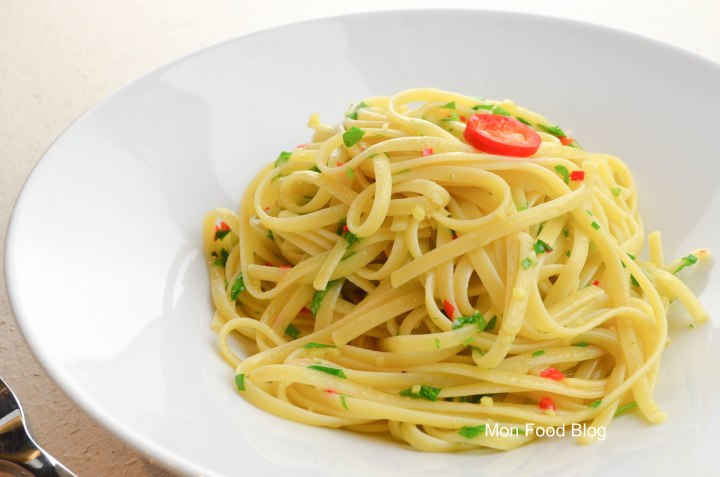 Linguine with garlic, hot peppers and ginger